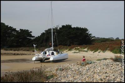 Samba Lele au plus haut de la plage. Seulement 20 cm d'eau sous les quilles à marée haute.