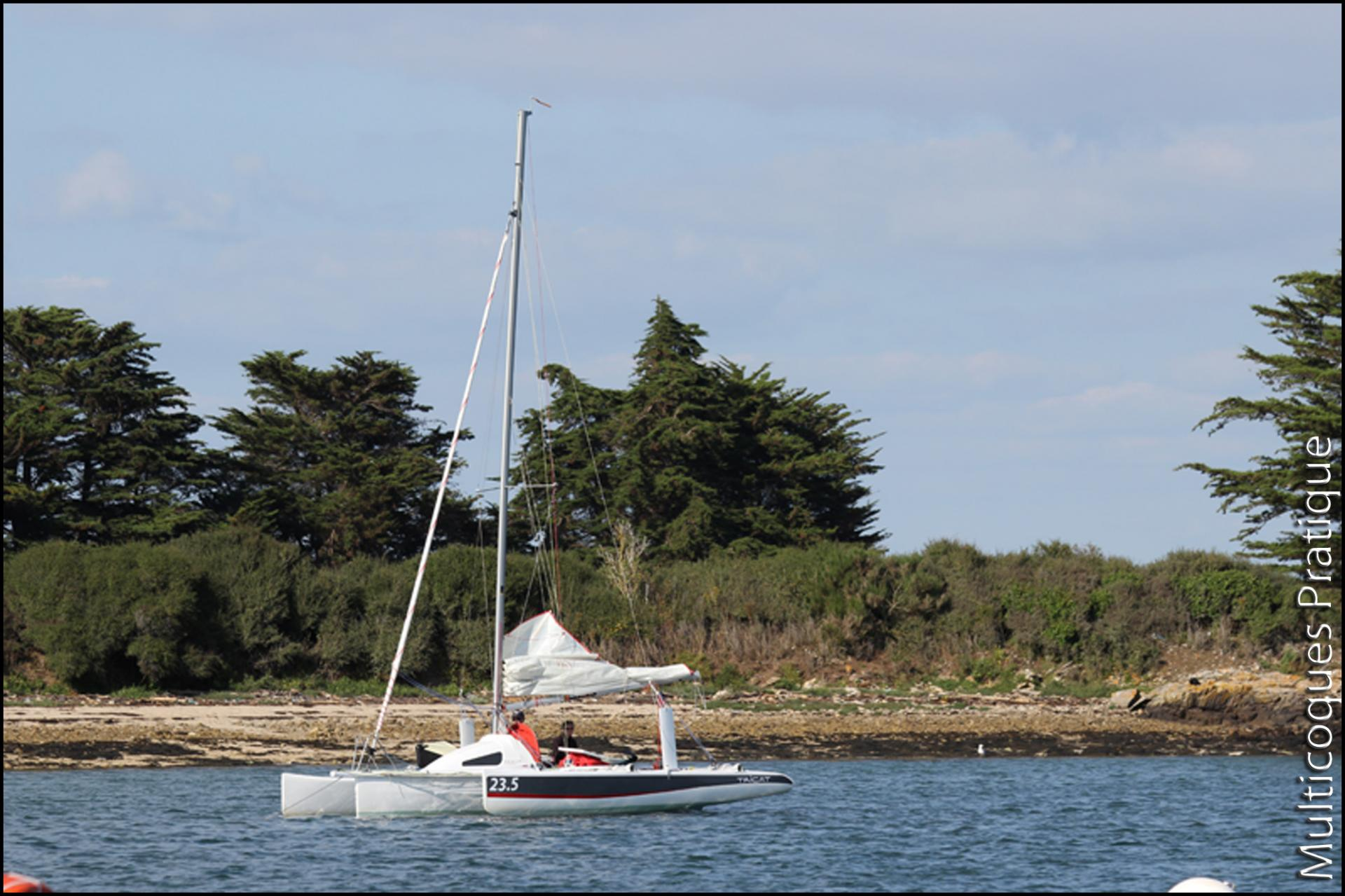 Tricat 23.5 dans le Golfe du Morbihan