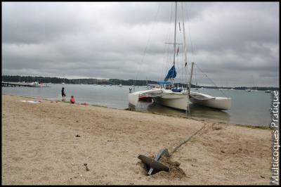 F27 sur ancre à pleine mer en attendant que la mer baisse
